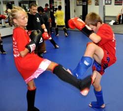 Girl kick max muay thai